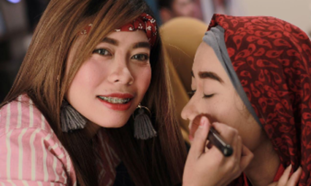 Domestic helper starts club to teach photography, make-up skills to city's Indonesian workers